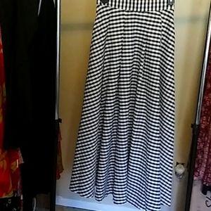 Floor length skirt w/ pockets